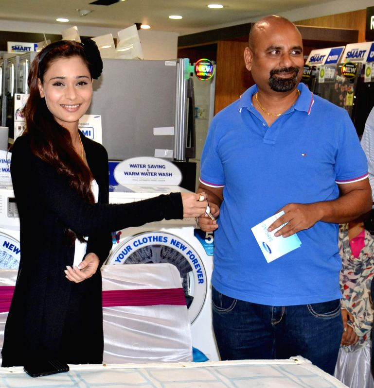 Actress Sara Khan during an event in Amritsar on Aug 5, 2014.