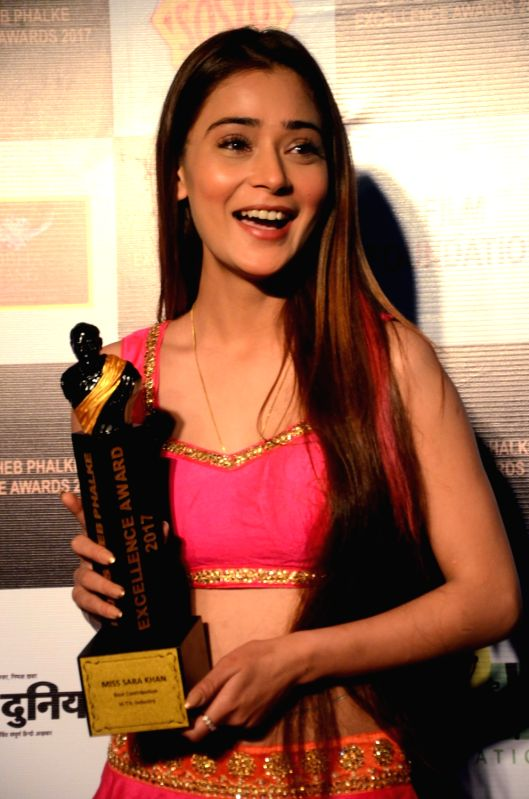 "Actress Sara Khan got the ""Best Contribution in TV Industry"" award at the Dadasaheb Phalke award function in Mumbai on April 21, 2017. - Sara Khan"