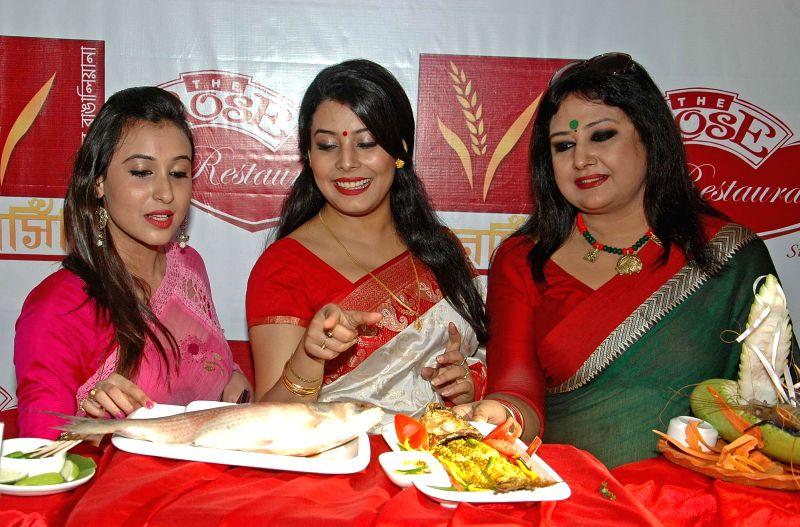 Actress Sayani Dutta, Anindita Banerjee Roy and singer Ridhi Bandopadhyay (L to R) at the launch of a Bengali restaurant in Kolkata on Sept 3, 2014. - Sayani Dutta and Anindita Banerjee Roy