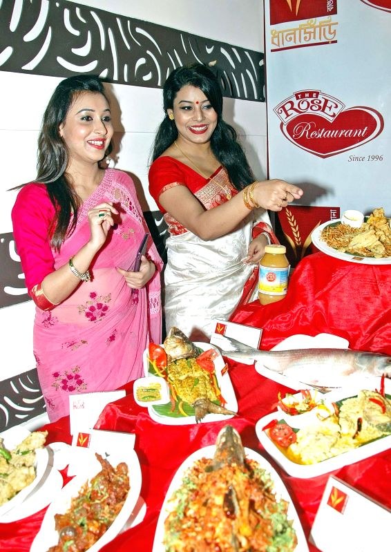 Actress Sayani Dutta (L) and Anindita Banerjee Roy at the launch of a Bengali restaurant in Kolkata on Sept 3, 2014. - Sayani Dutta and Anindita Banerjee Roy