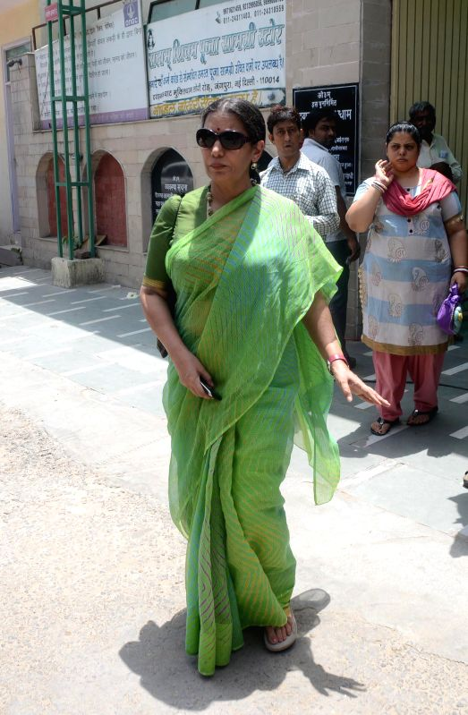 Actress Shabana Azmi at the funeral of veteran actress Zohra Sehgal who died at the age of 102 years yesterday (on 10th July 2014) in New Delhi on July 11, 2014. - Shabana Azmi