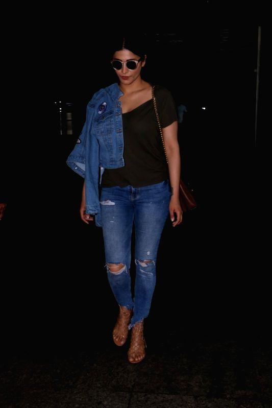 Actress Shruti Haasan spotted at Chhatrapati Shivaji Maharaj International Airport in Mumbai, on June 13, 2017. - Shruti Haasan