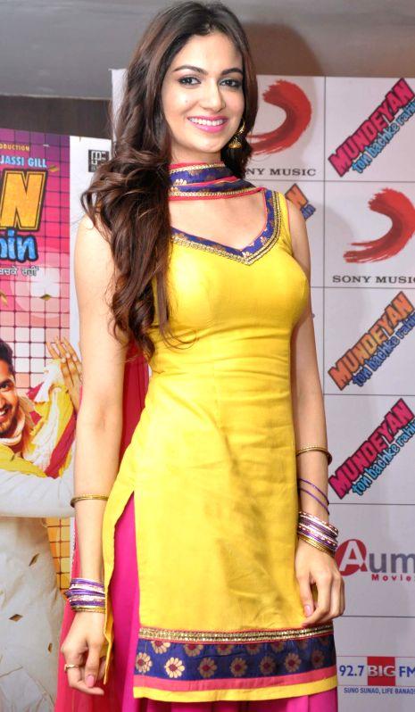 Actress Simran Kaur Mundi during a press conference to promote her upcoming film 'Mundeyan Ton Bachke Rahin' in Jalandhar on May 6, 2014. - Simran Kaur Mundi