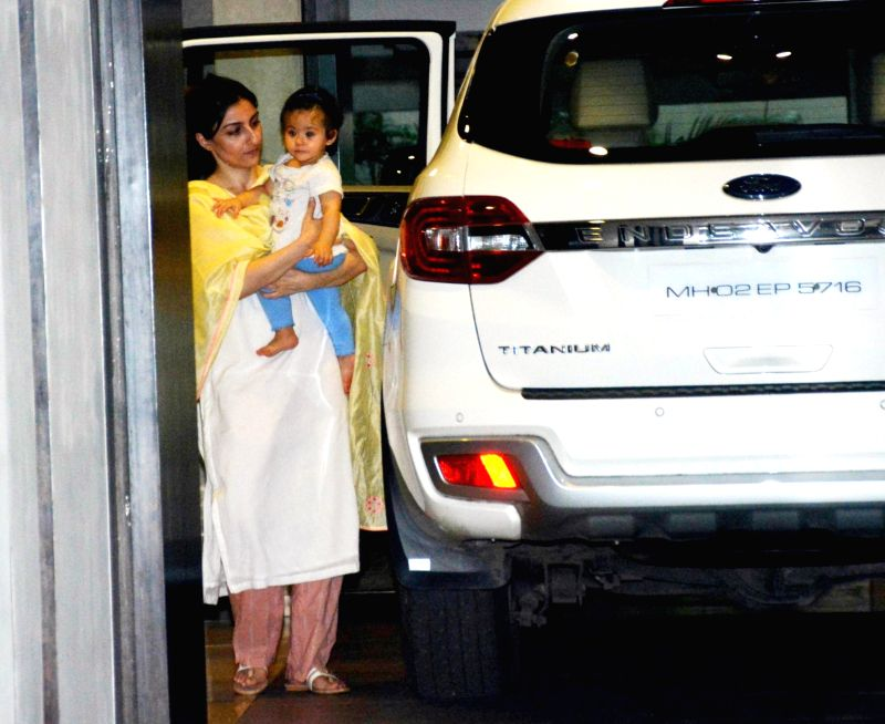 Actress Soha Ali Khan along with her daughter Inaaya Naumi Kemmu seen at Mumbai's Bandra on Aug 7, 2018. - Soha Ali Khan