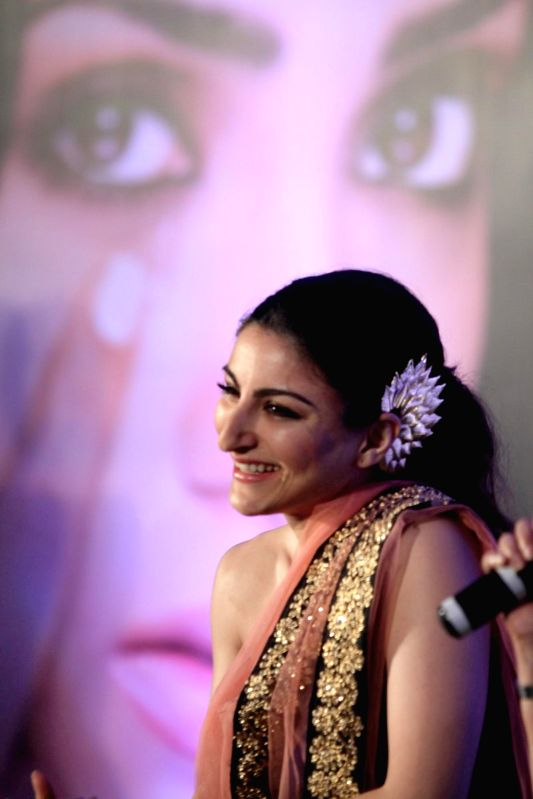 Actress Soha Ali Khan during the launch of Clinic Plus and Plan India campaign to empower mothers and daughters in Mumbai on May 6, 2014. - Soha Ali Khan