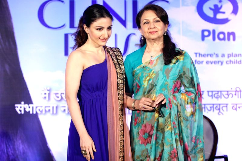 Actress Soha Ali Khan with mother Sharmila Tagore during the launch of Clinic Plus and Plan India campaign to empower mothers and daughters in Mumbai on May 6, 2014. - Soha Ali Khan