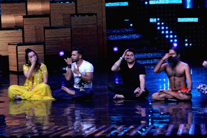 Actress Sonakshi Sinha, choreographer Terence Lewis, filmmaker Mohit Suri and Yoga guru Baba Ramdev on the sets of Star Plus TV show Nach Baliye Season 8 in Mumbai on May 16, 2017. - Sonakshi Sinha