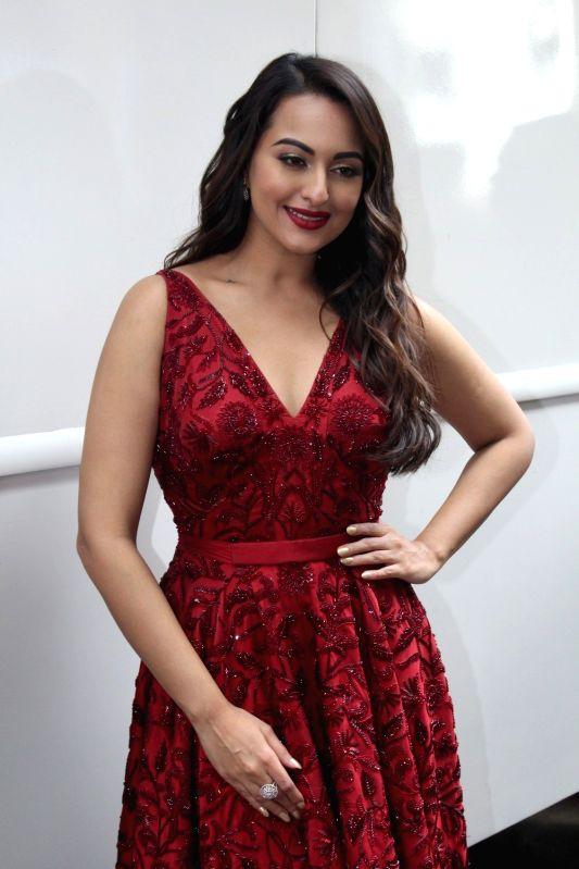 """Actress Sonakshi Sinha during the promotion of upcoming film """"Meri Pyari Bindu"""" on the sets of Nach Baliye Season 8 on May 2, 2017. - Sonakshi Sinha"""