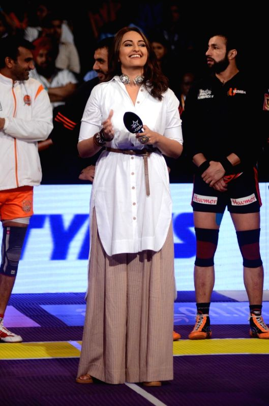 Actress Sonakshi Sinha during the Star Sports Pro Kabaddi Season 4 in Mumbai on July 20, 2016. - Sonakshi Sinha