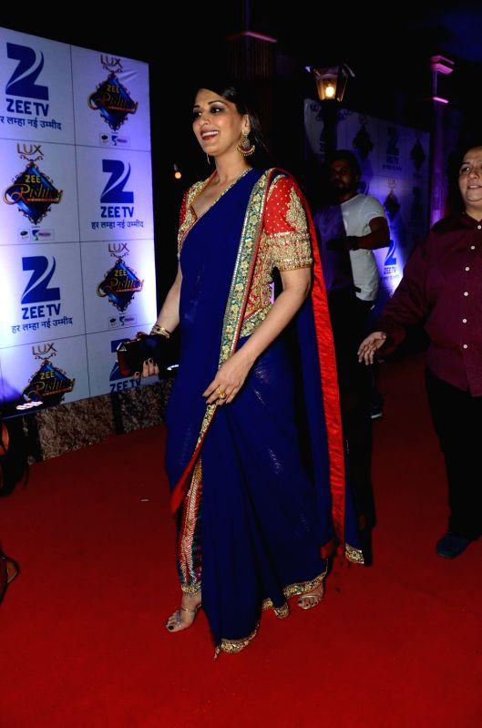 Actress Sonali Bendre during the red carpet of Zee Rishtey Awards 2015, in Mumbai on November 21, 2015. - Sonali Bendre