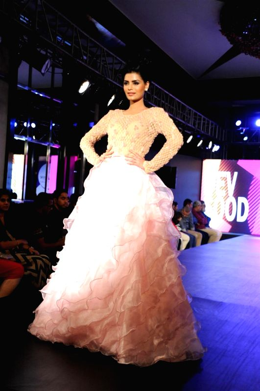 Actress Sonali Raut participate walk for Applause for Cause, a fund raising fashion show for an NGO called Access Life that caters to cancer treatments for children in Mumbai, on Nov 28, ... - Sonali Raut
