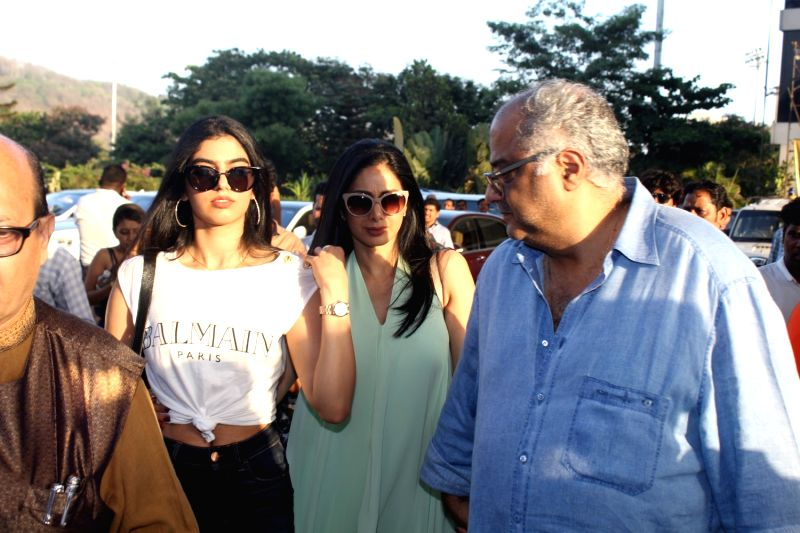 Actress Sridevi with her daughter Khushi and filmmaker Boney Kapoor during the red carpet of Justin Bieber concert in Mumbai on May 10, 2017. - Sridevi and Kapoor