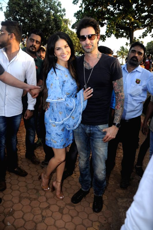 Actress Sunny Leone along with her husband Daniel Weber during the tree plantation drive organised by Municipal Corporation of Greater Mumbai (MCGM) and Bhamla foundation in Mumbai, on May ... - Sunny Leone