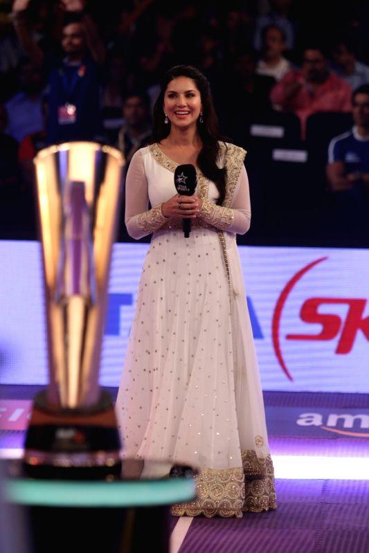 Actress Sunny Leone during the match against Dabang Delhi at Star Sports Pro Kabaddi Season 4, in Mumbai, on July 21, 2016. - Sunny Leone