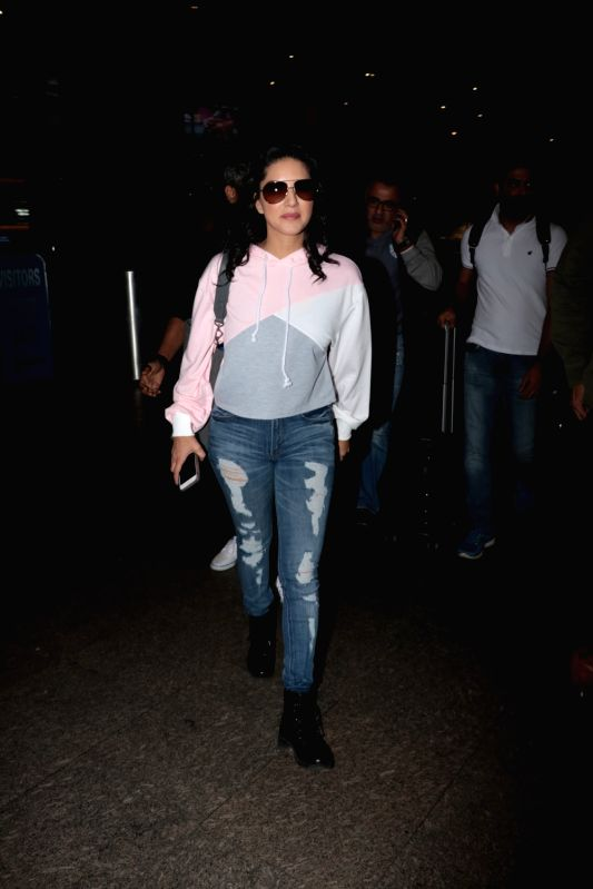 Sunny Leone jeans styles