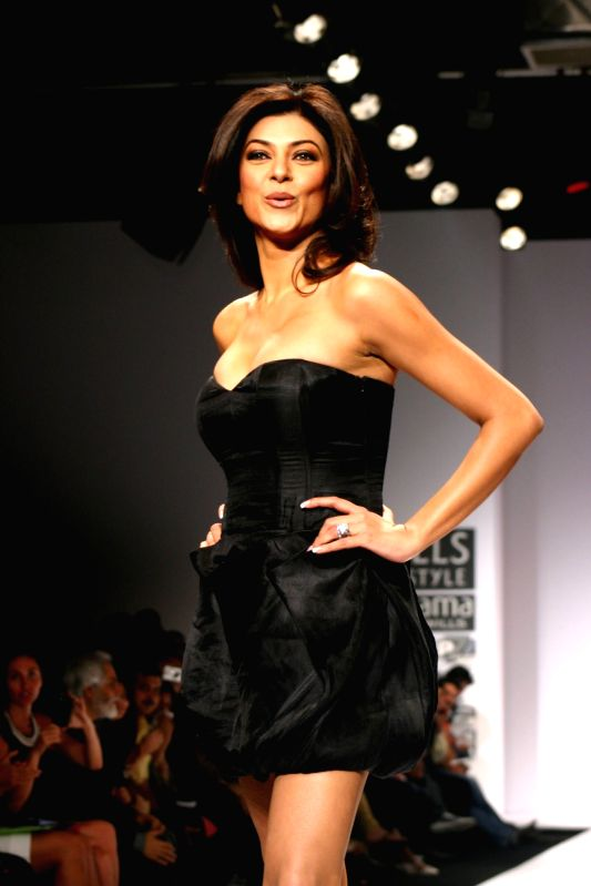 Actress Sushmita Sen At The Designer Sanjana Jon Show At The Wills Lifestyle India Fashion Week