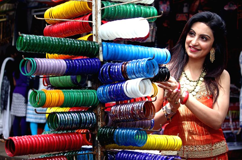 Actress Teena Ponnappa during inauguration of Hastakala Handloom and Handicraft Bazaar in Bengaluru, on Oct 12, 2017. - Teena Ponnappa