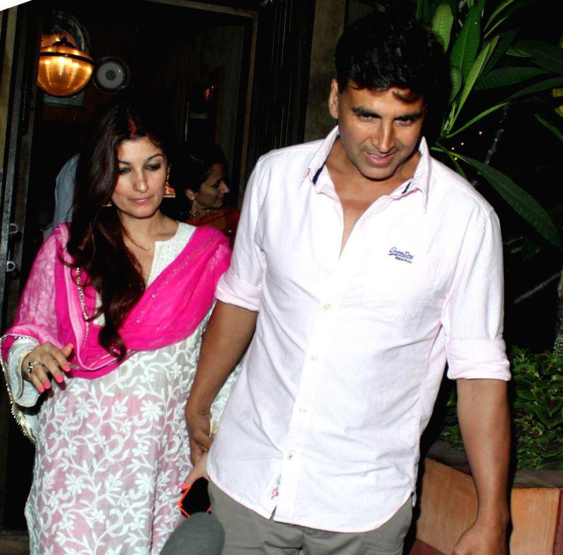 Actress Twinkle Khanna with her husband Akshay Kumar celebrating Karwa ...