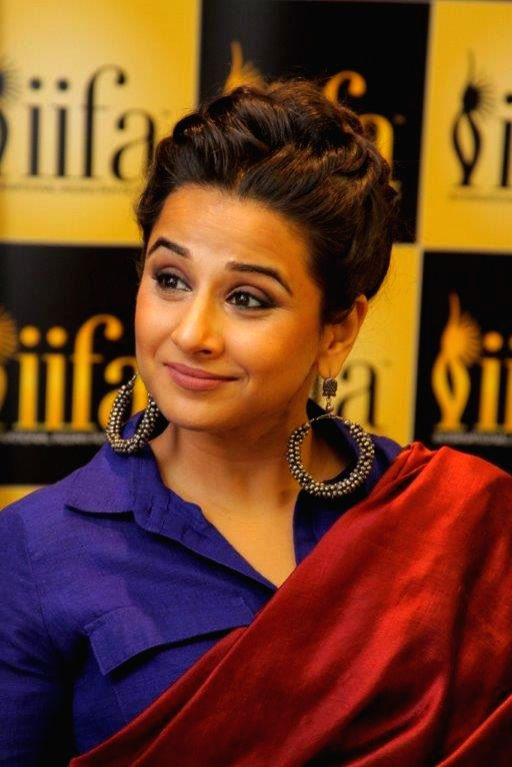 Vidya Balan brought a western twist to this beautiful saree with a shirt-blouse!