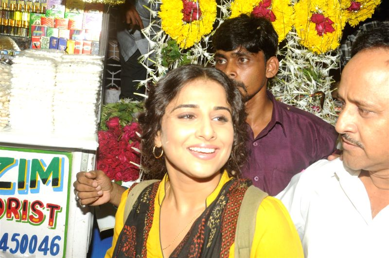 Actress Vidya Balan offer prayers at Mahim Dargah for the success of her film Bobby Jasoos in Mumbai on June 26, 2014.