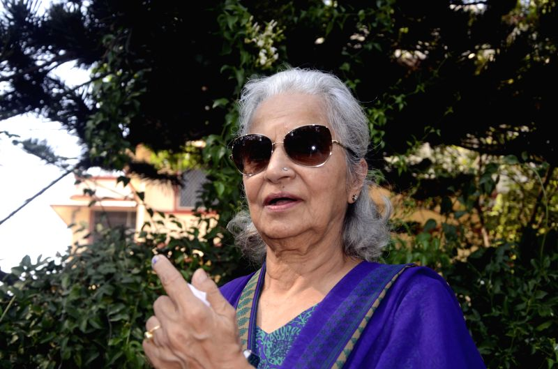 Actress Waheeda Rehman shows her fore finger marked with phosphorous ink after casting her vote during the sixth phase of 2014 Lok Sabha Polls in Mumbai on April 24, 2014.