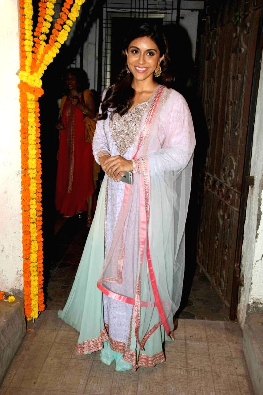 Actress Zoa Morani during the Fashion designer Masaba Gupta sangeet ceremony in Mumbai on November 21, 2015. - Zoa Morani