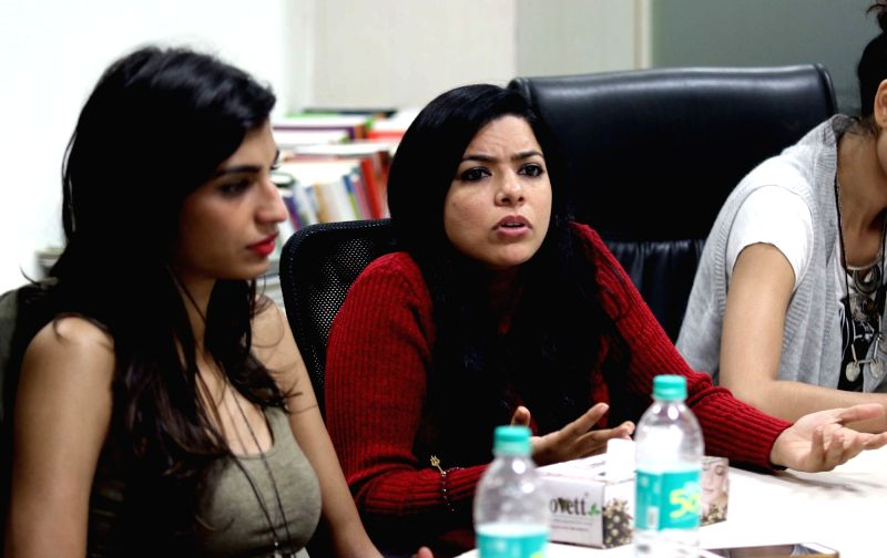 Actresses Anushka Manchanda and Rajshri Deshpande during their visit to IANS office in New Delhi on Dec 2, 2015. - Anushka Manchanda and Rajshri Deshpande