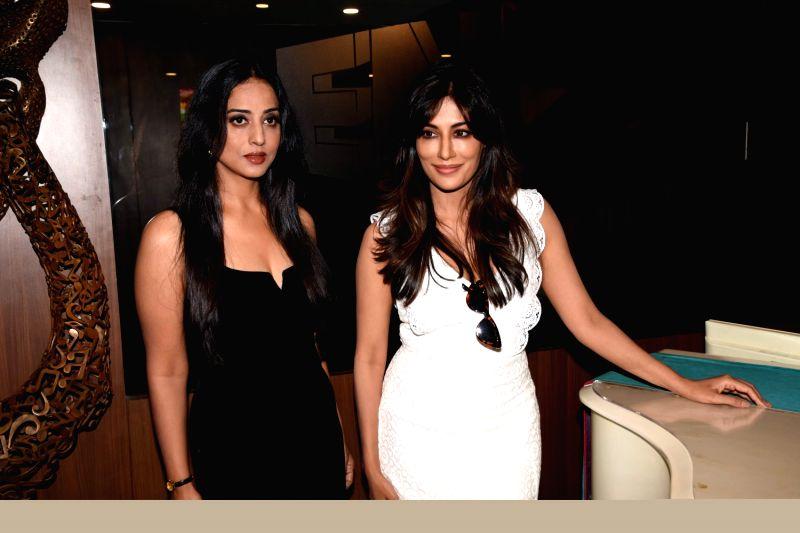 """Actresses Chitrangada Singh and Mahi Gill during promotional song shoot of upcoming film """"Saheb, Biwi Aur Gangster 3"""" in Mumbai on July 16, 2018. - Chitrangada Singh and Mahi Gill"""