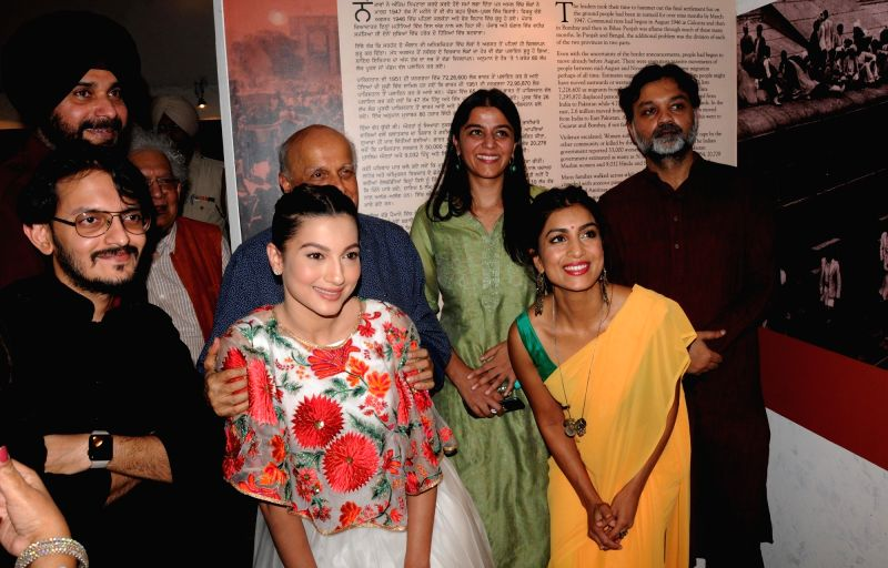 Actresses Pallavi Sharda and Gauhar Khan with Punjab Minister Navjot Singh Sidhu during their visit to Partition Museum, at Town Hall, in Amritsar on April 14, 2017. - Navjot Singh Sidhu, Pallavi Sharda and Gauhar Khan