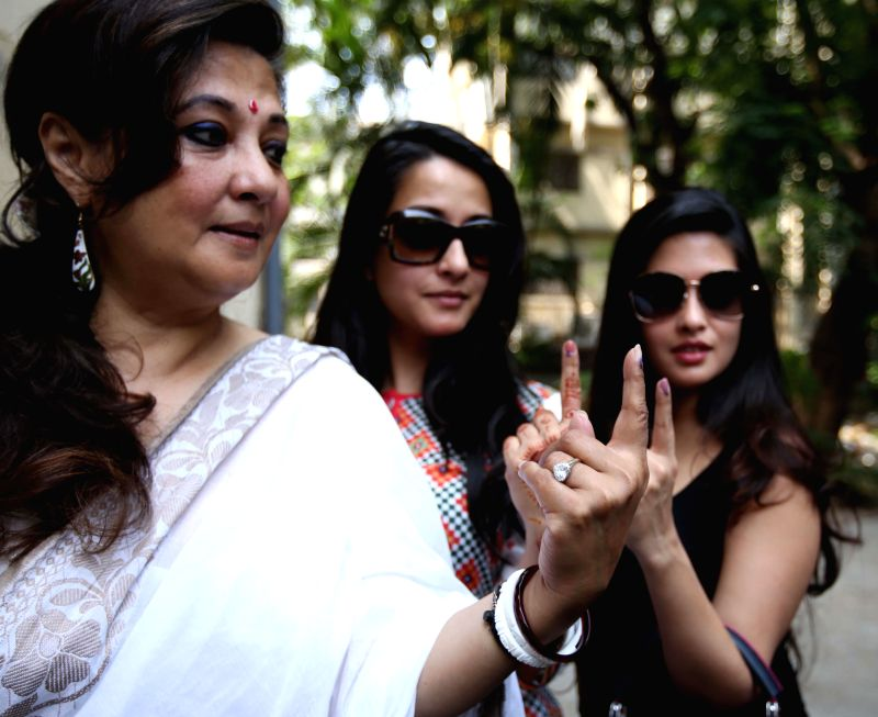 Actresses Raima Sen and Riya Sen with their mother and Trinamool Congress candidate for 2014 Lok Sabha Election from Bankura, actress Moon Moon Sen show their fore fingers marked with phosphorous ink - Raima Sen and Riya Sen