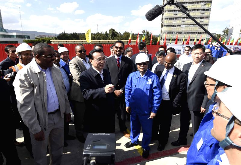 Chinese Premier Li Keqiang (2nd L Front), accompanied by Ethiopian Prime Minister Hailemariam Desalegn (1st L Front), speaks to workers and technicians during a ..