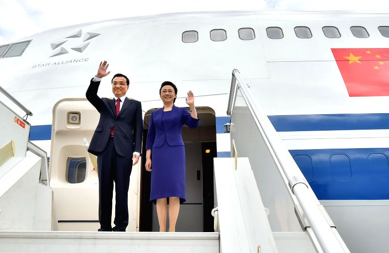 Chinese Premier Li Keqiang (L) and his wife Cheng Hong wave before leaving in Addis Ababa, Ethiopia, May 6, 2014. Premier Li Keqiang concluded his visit to ...