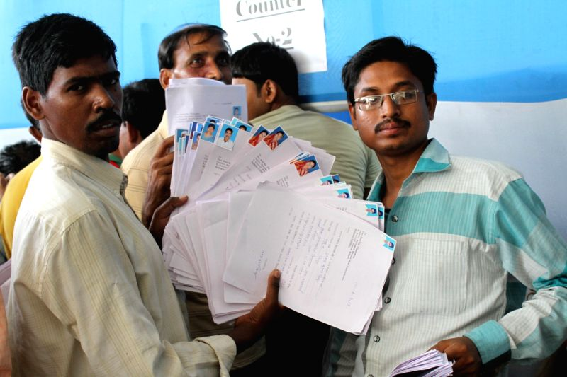 Agents of Saradha chit fund submitting forms to the Justice Shyamal Sen Commission in Kolkata on May 6, 2013.