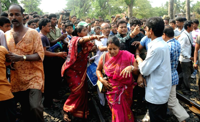 Agents of various chit fund groups demonstrate on railway tracks disrupting railway services at Garia in Kolkata on May 2, 2014.