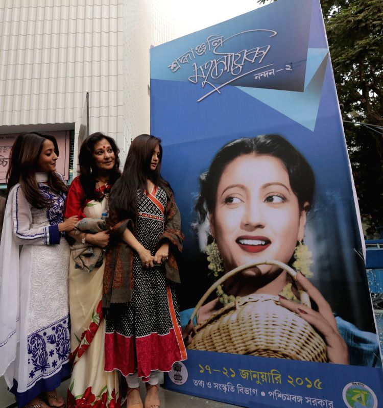 Actress and MP Moonmoon Sen, Raima Sen and Ria Sen during first death anniversary of Suchitra Sen in Kolkata on Jan 17, 2015. - Raima Sen