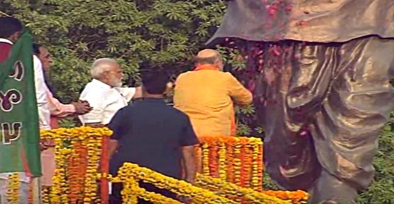 Ahmedabad: BJP chief Amit Shah accompanied by Prime Minister Narendra Modi, pays floral tributes to Sardar Vallabhbhai Patel, in Ahmedabad, on May 26, 2019.