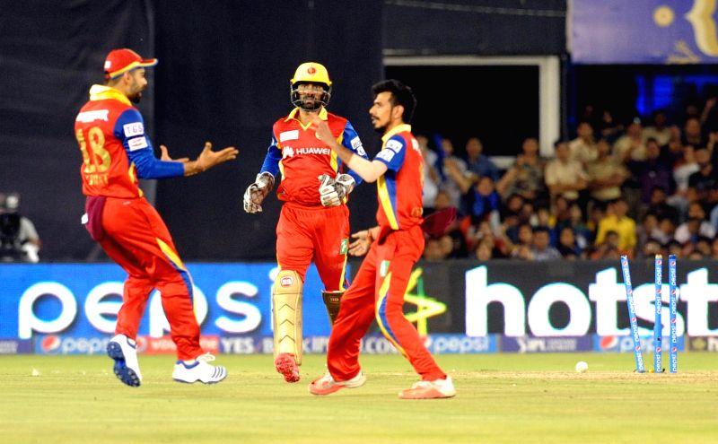 Royal Challengers Bangalore players celebrate fall of a wicket during an IPL-2015 match between Royal Challengers Bangalore and Rajasthan Royals at Sardar Patel Stadium, Motera, in ... - Sardar Patel Stadium