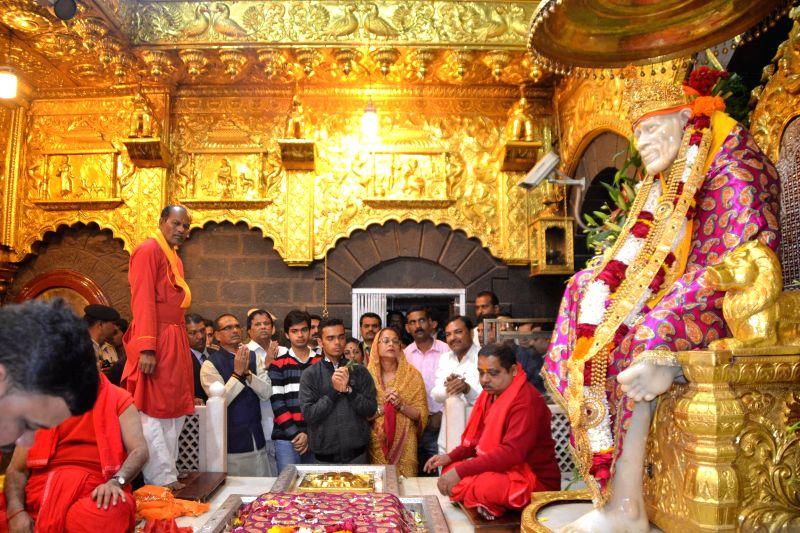Madhya Pradesh Chief Minister Shivraj Singh Chouhan visits Sai Baba temple at Shirdi in Ahmednagar of Maharashtra on Jan 1, 2015. - Shivraj Singh Chouhan