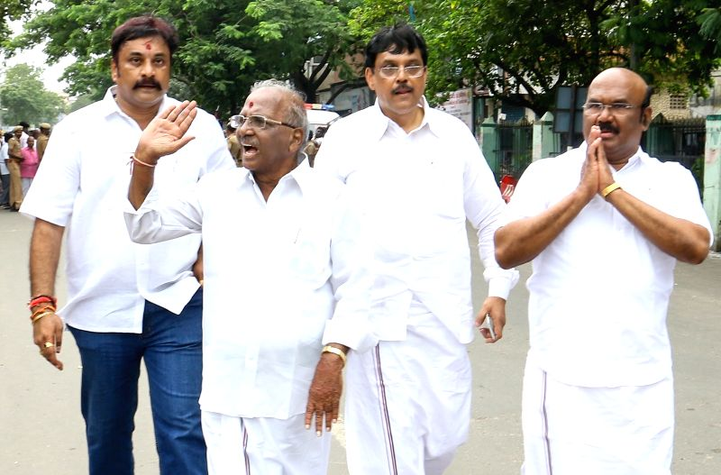 AIADMK veteran E. Madhusudhanan arrives to file his nominations for the December 21 by-election to Radhakrishnan Nagar Assembly constituency in Chennai on Dec 1, 2017.