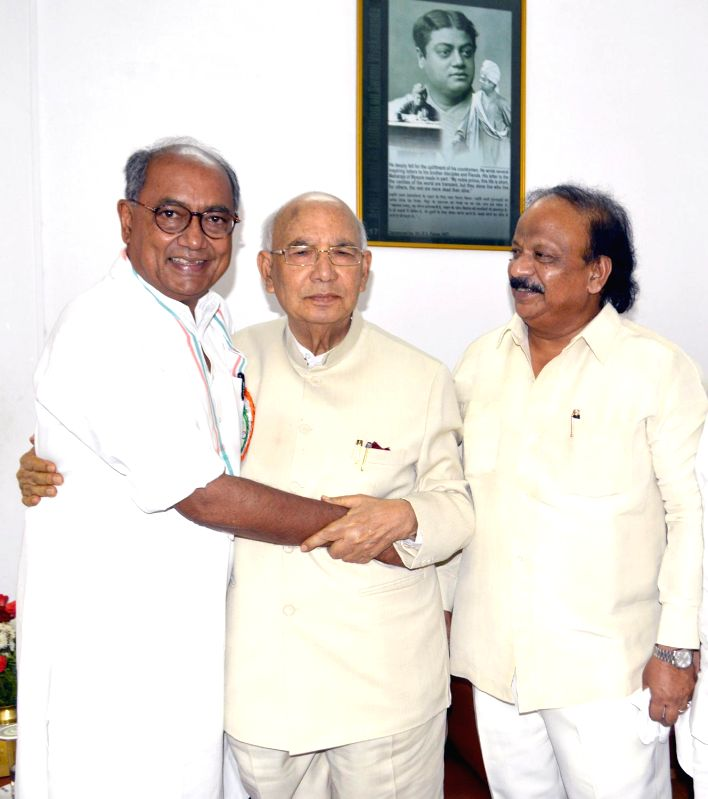AICC General Secretary Digvijay Singh greets out-going Karnataka Governor HR Bharadwaj at Raj Bhavan, also seen is Minister Roshan Baig, in Bangalore on June 28, 2014. - Roshan Baig and Secretary Digvijay Singh