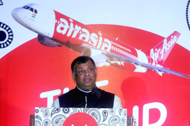 AirAsia Group Chief Executive officer Tony Fernandes and Tata group Chairman Emeritus Ratan Tata during a press conference in Bangalore on July 3, 2014. - Ratan Tata and Tony Fernandes