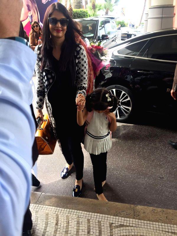 Aishwarya and Aradhaya arrive in Cannes