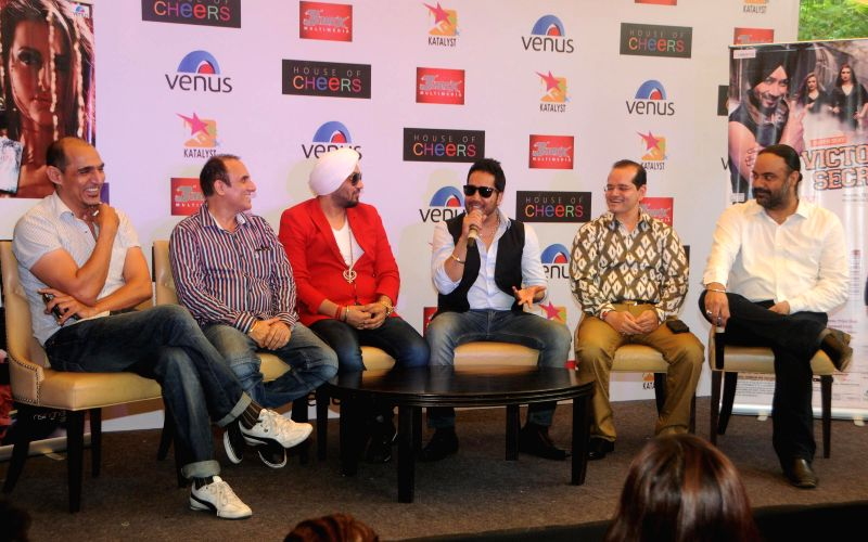 Ajay & Lovel (Colossus) Dilbagh Singh, Mika Singh with Champak Jain (Venus Worldwide Entertainment Pvt. Ltd ) with Mr.Tejwant Singh Lamba (Producer of album & House of Cheers) during the ... - Dilbagh Singh, Mika Singh, Champak Jain and Tejwant Singh Lamba