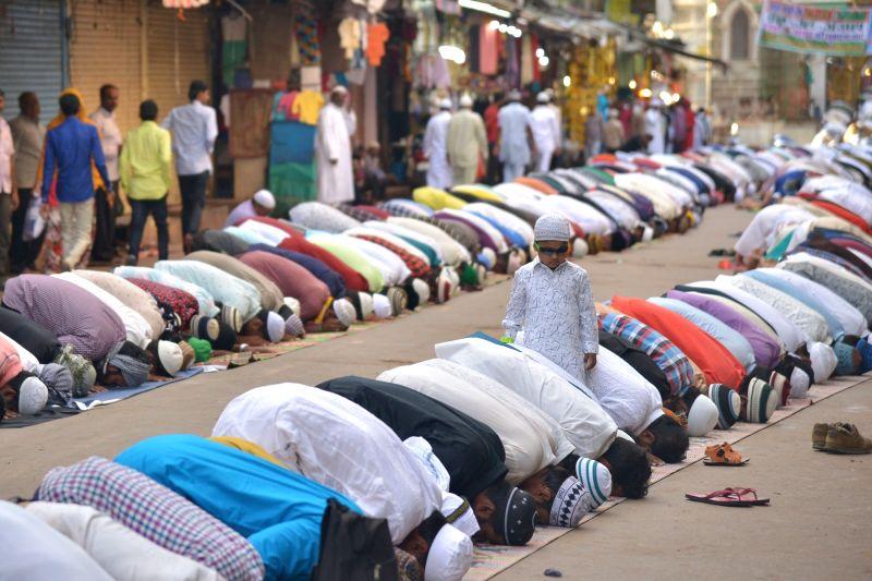 Ajmer: People offer namaz on Eid-ul-Adha in Ajmer on Aug 12, 2019. (Photo: Shaukat Ahmed/IANS)