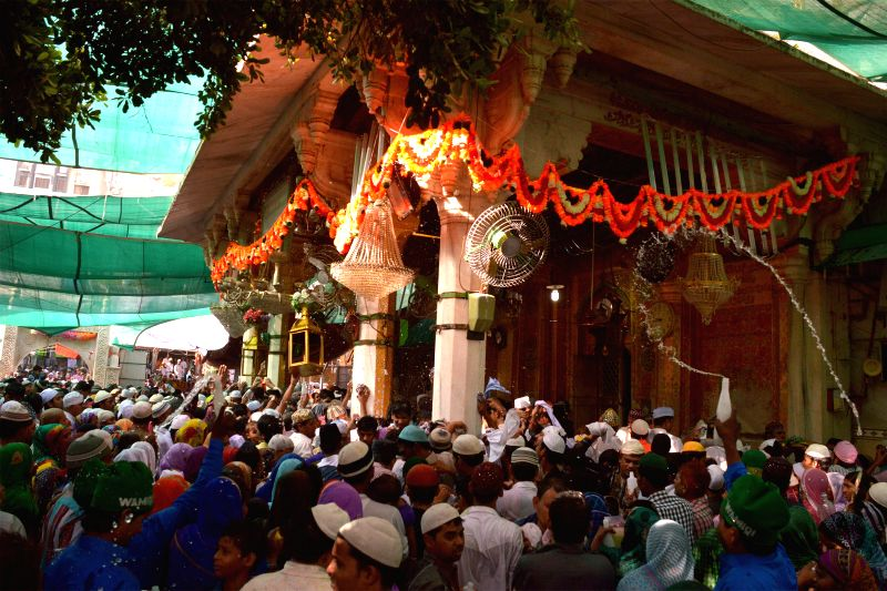 People throng the shrine of Khwaja Moinuddin Chishty on the last day of his urs in Ajmer, on April 29, 2015.