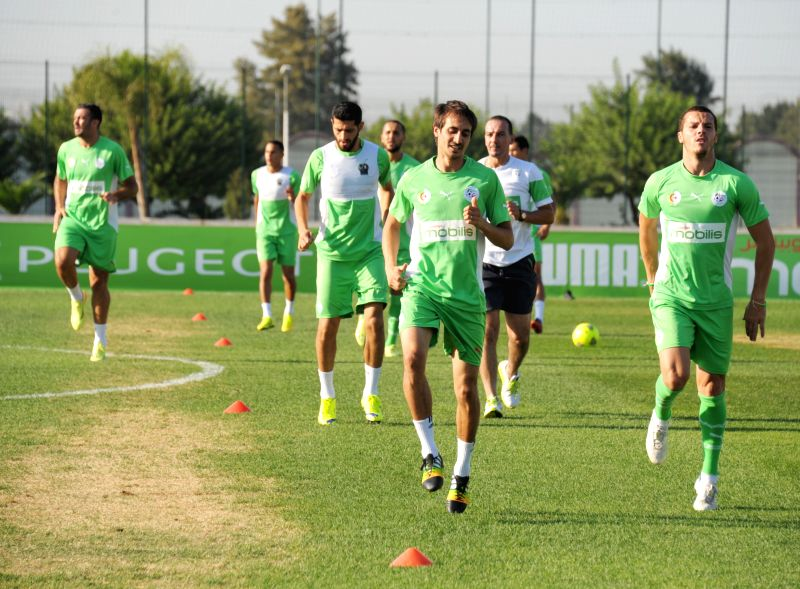 Players of Algerian national football team take part in a trainning session at the Sidi Moussa centre in Algiers, capital of Algeria, Sept. 2, 2014.