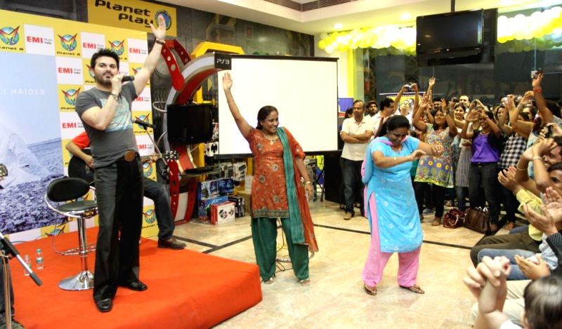 Ali Haider a sensational singer cum actor launched his latest album `Kee Jana Mein Kaun` at Planet M, Powai.