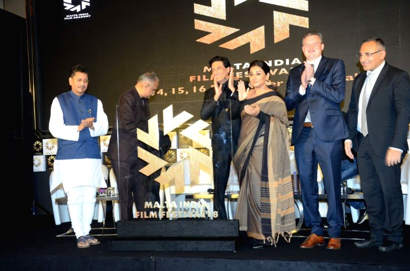 All-India President of Sri Satya Sai Seva Organisations Nimish Pandya, State Tourism Minister Jaykumar Rawal and Minister of State for Tourism Deepak Kesarkar, director Vijay Krishna Acharya, ... - Jaykumar Rawal and Vidya Balan