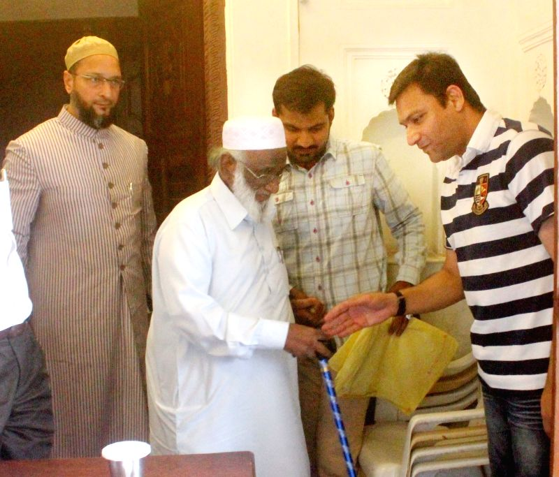 All India Tameer-E-Millat president and All India Muslim Personal Law Board's Assistant General Secretary Moulana Abdul Rahim Qureshi meets MIM chief Asaduddin Owaisi and MIM leader ...