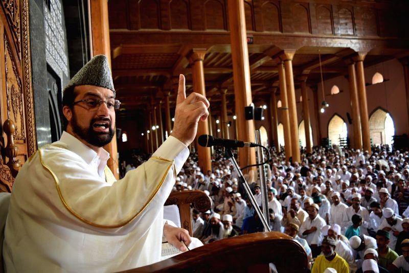 All Parties Hurriyat Conference Chairman Mirwazi Umer Farooq addresses a congregation of devotees during Ramadan at Jamia Masjid in Srinagar on July 11, 2014.